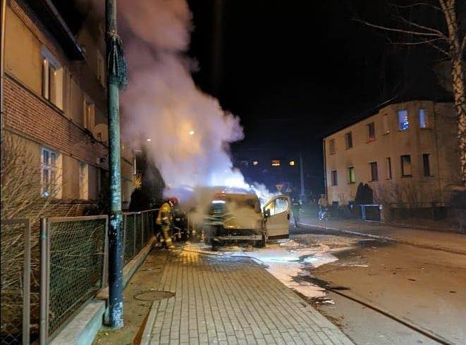 W nocy z 16 na 17 stycznia przy ulicy Chopina w Kluczborku spalił się bus.